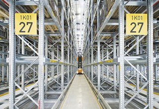 Narrow-Working-Aisle Pallet Racks